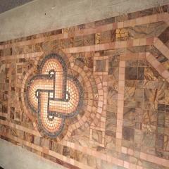 Собранная мозаика на полу