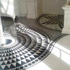 Мозаичный мраморный пол, изготовленный по итальянскому проекту