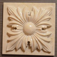 Мраморный декор для каминного портала