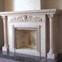 Мраморный каминный портал с декором